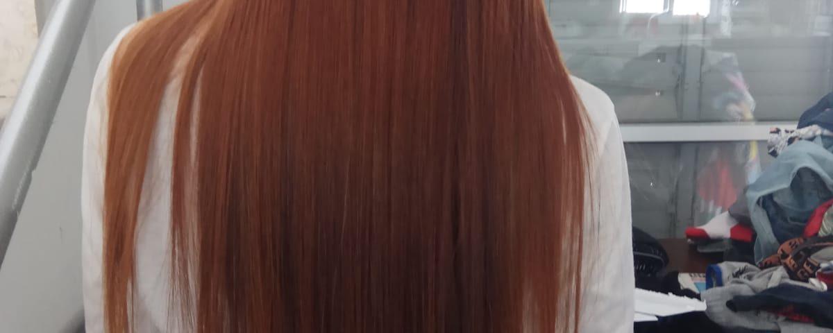 החלקה ביתית על שיער אדום